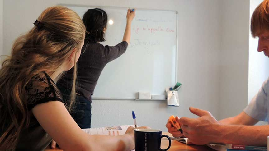 teaching a french course to students