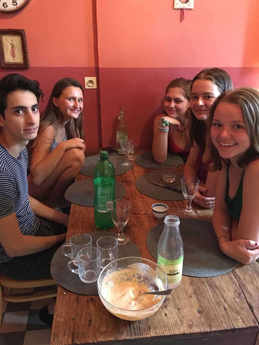 students at cafe